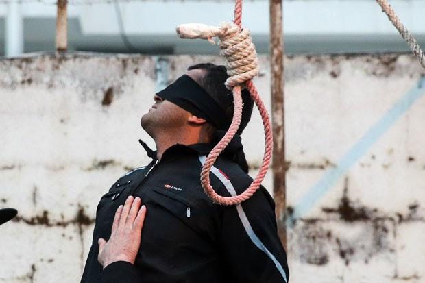 Balal Abdullah foi levado por oficiais do Irã para ser executado em local público (Foto: Arash Khamooshi/Isna/AFP)