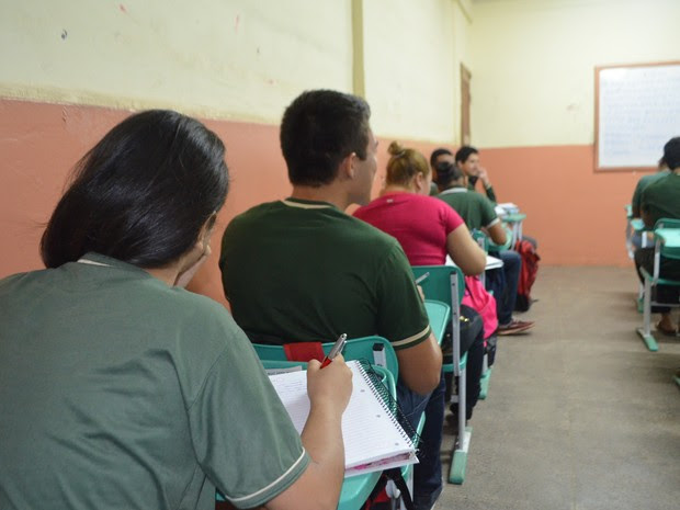 Alunos estudam para o Exame Nacional do Ensino Médio   (Foto: John Pacheco/G1)