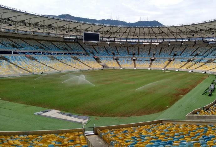 Cuidados com o gramado do Maracanã: estádio vai receber Fla na estreia da Libertadores (Foto: Divulgação / Flamengo.com.br)