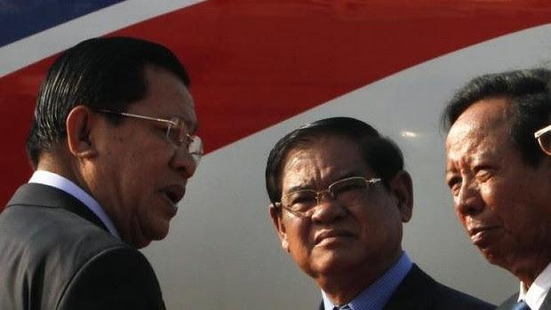 Initial agreement to take asylum seekers ... from left, Cambodian Prime Minister Hun Sen talks with Interior Minister Sar Kheng and Defence Minister Tea Banh.