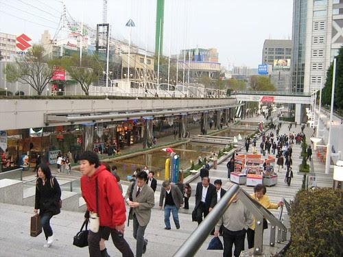 People walking towards Tokyo Dome