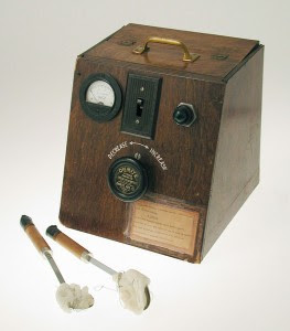 6. The first defibrillator medicine, retro, photo