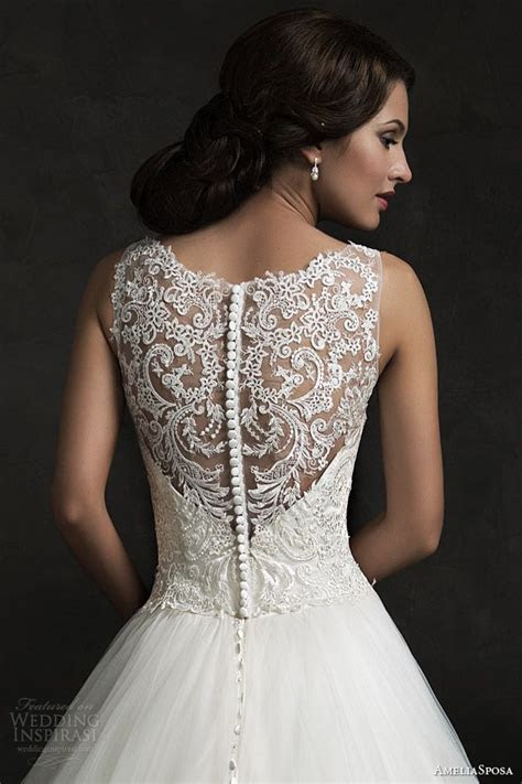 Best 25  Queen anne neckline ideas on Pinterest   Halter