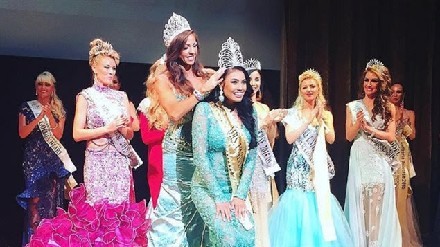Ashley Callingbull lors de son couronnement à Minsk en Biélorussie