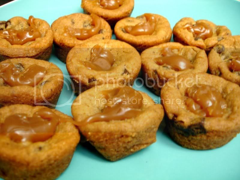 Cookie Cups with Caramel Topping