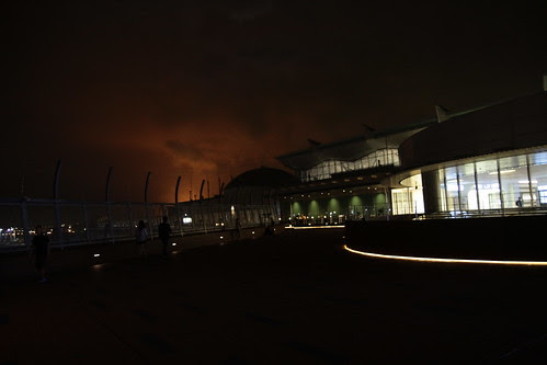 Mysterious flames bursting forth behind the Haneda Airport