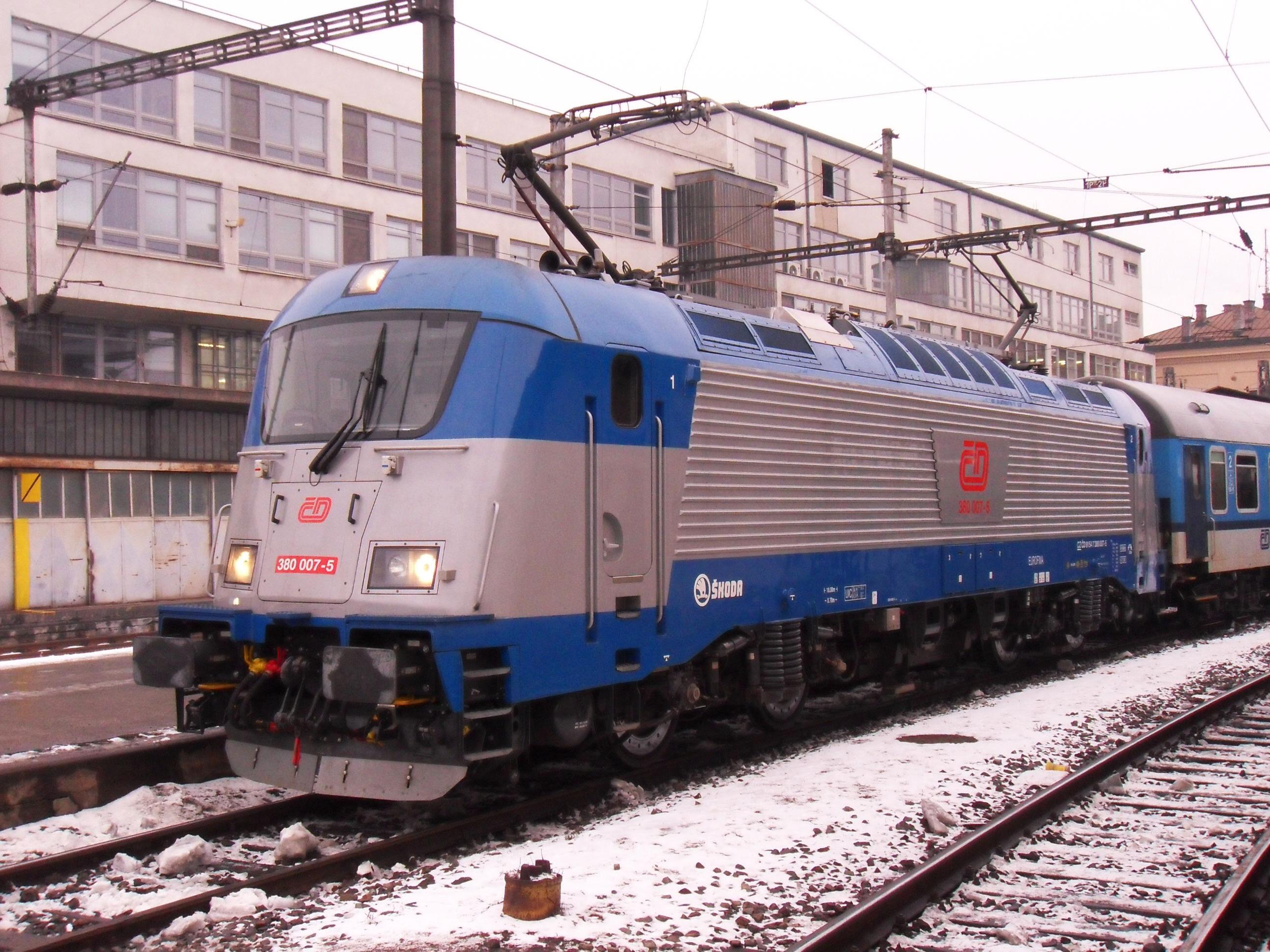 Brno, hlavní nádraží, lokomotiva 380.007 (03).jpg
