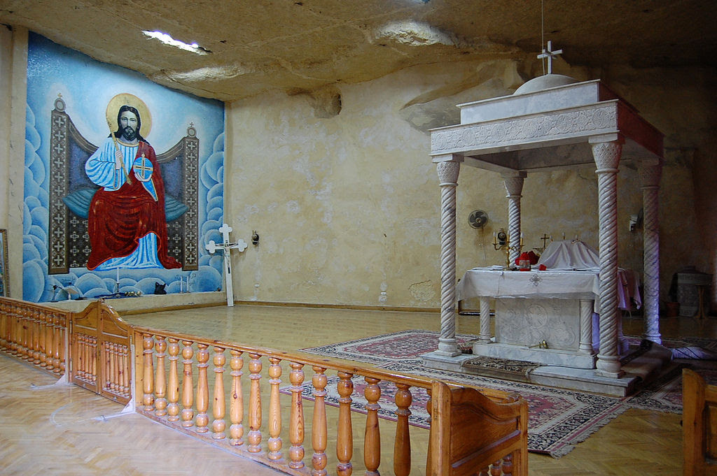 A incrível Igreja da Caverna dos Zabbaleens no Cairo 07