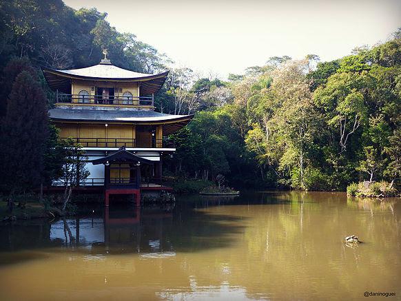 Resultado de imagem para templo kinkaju