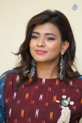 Hebah Patel Latest Gallery - 5 of 20