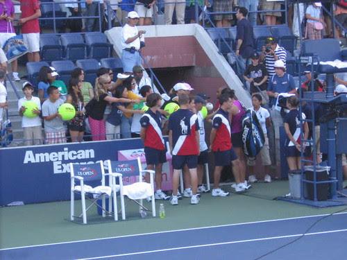 Li Na signing giant tennis balls