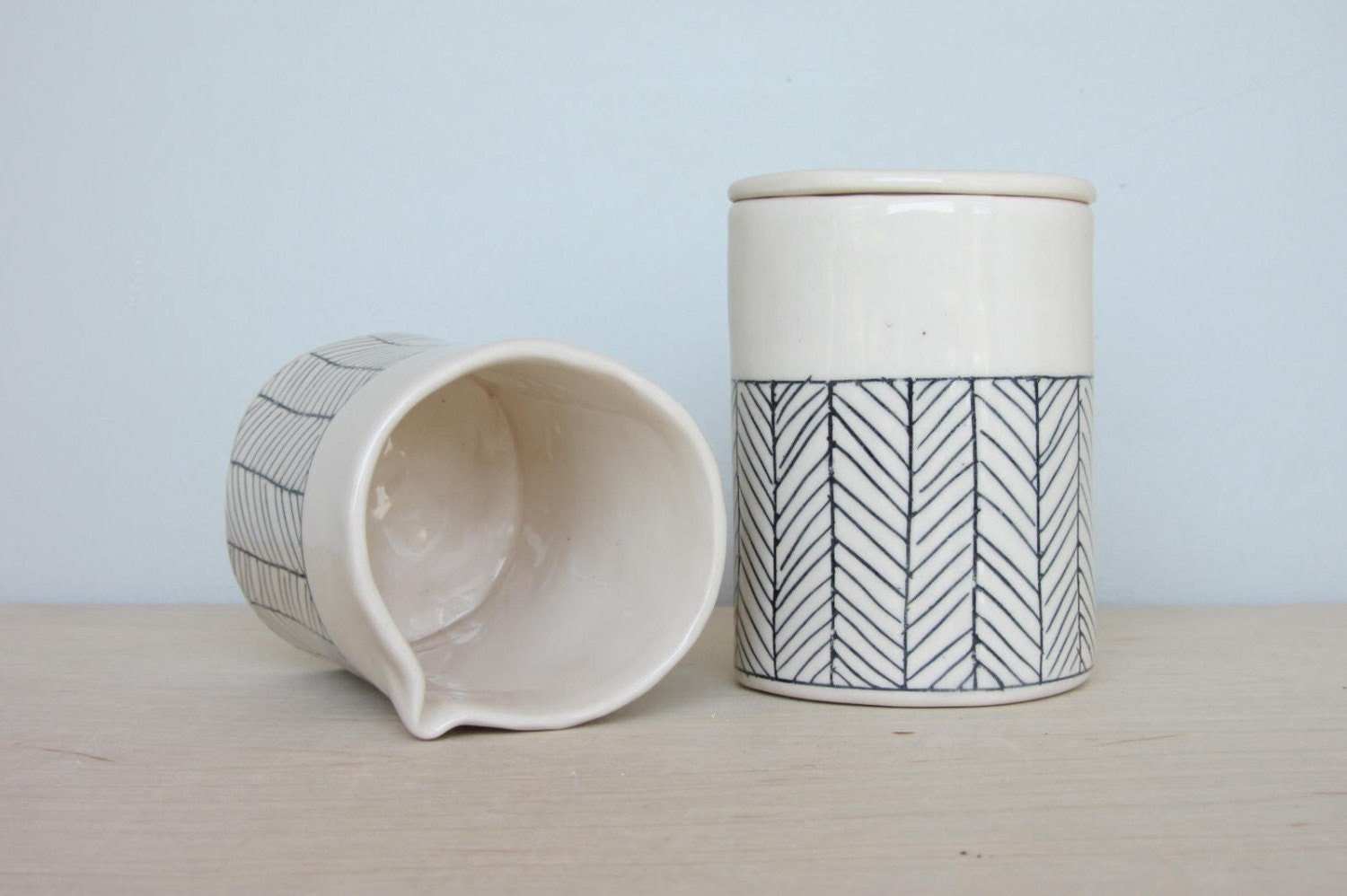 Porcelain Herringbone Cream and Sugar Set in White