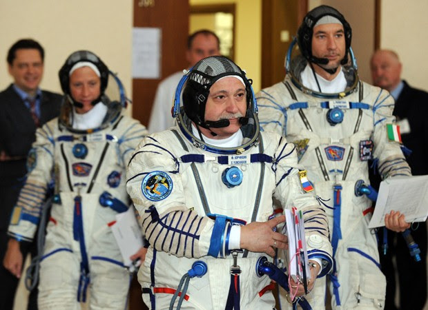 Os três astronautas estão sendo submetidos a exames e vão ser enviados à Estação Espacial Internacional (ISS), de acordo com agências internacionais. A previsão é que o lançamento rumo à ISS ocorra no dia 29 de maio, na base situada do Cazaquistão, inform (Foto: Yuri Kadobnov/AFP)