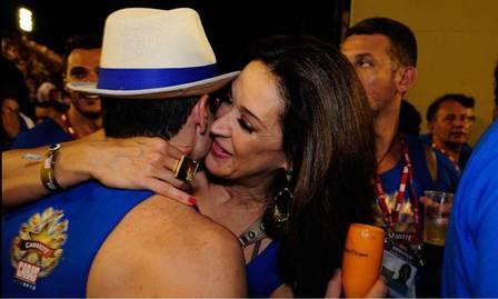 Claudia Raia com o novo namorado