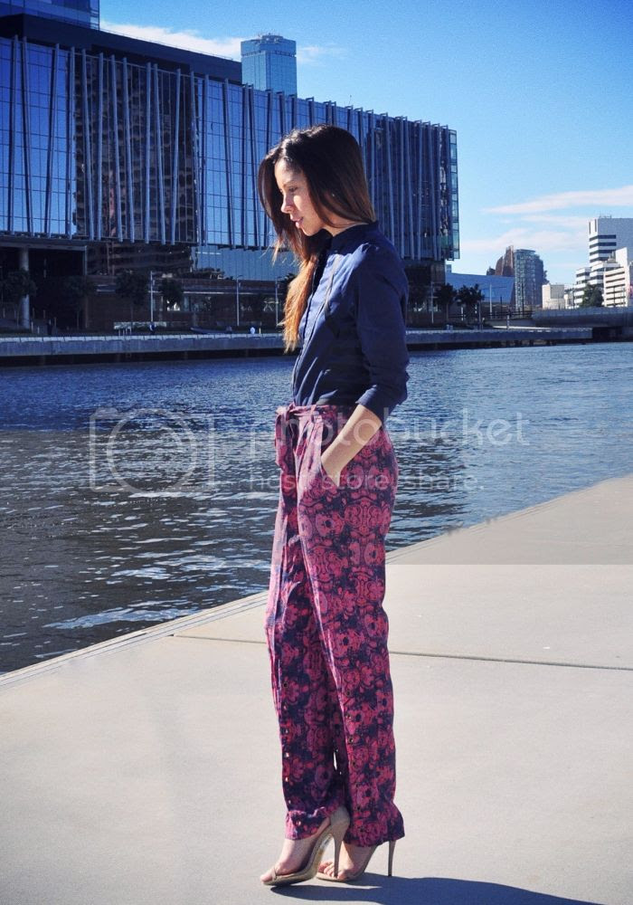 Printed pants on Friend in Fashion