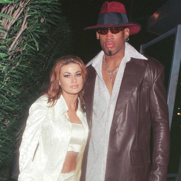 Após uma noite provando das mais diversas drogas, a atriz e modelo Carmen Electra e o polêmico jogador de basquete Dennis Rodman decidiram se casar. Não foi uma boa ideia: nove dias depois, Electra pediu a anulação. (Foto: Getty Images)