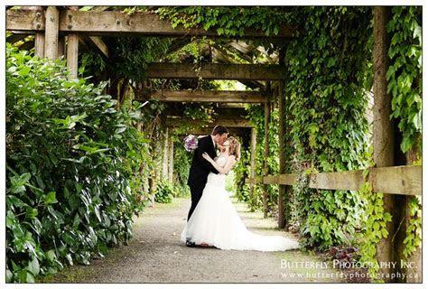 Photo of couple at UBC Botanical Gardens   wedding venues