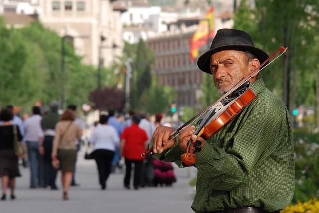 Lonely Violinist / Violinista solitario