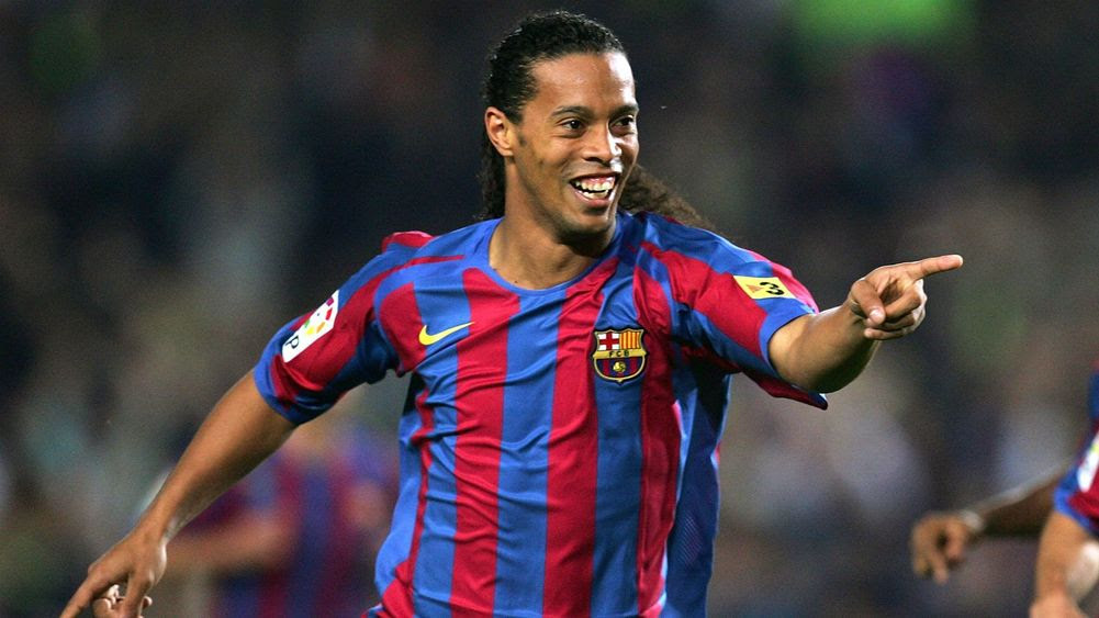 Publik sepak bola mungkin begitu akan gampang mengingat apa yang dilakukan Ronaldinho selama Mari Mengingat Kembali Ronaldinho Dengan Segala Keajaibannya, Bung
