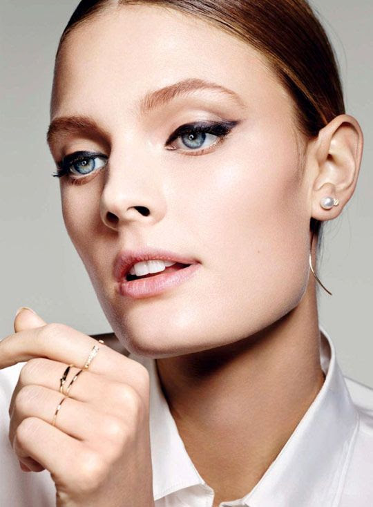 Le Fashion Blog Constance Jablonski Cat Eye Liner Beauty Pearl Hook Earrings Mini Stud Earrings Delicate Rings Via Glamour photo Le-Fashion-Blog-Constance-Jablonski-Cat-Eye-Liner-Beauty-Pearl-Hook-Earrings-Mini-Stud-Earrings-Delicate-Rings-Via-Glamour.jpg