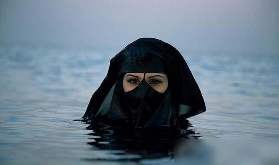 穆斯林女人的泳衣