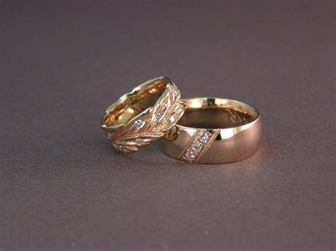 Why white gold rings is not exactly white in colours
