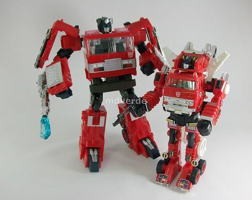 Transformers Inferno Classics Henkei vs G1 - modo robot