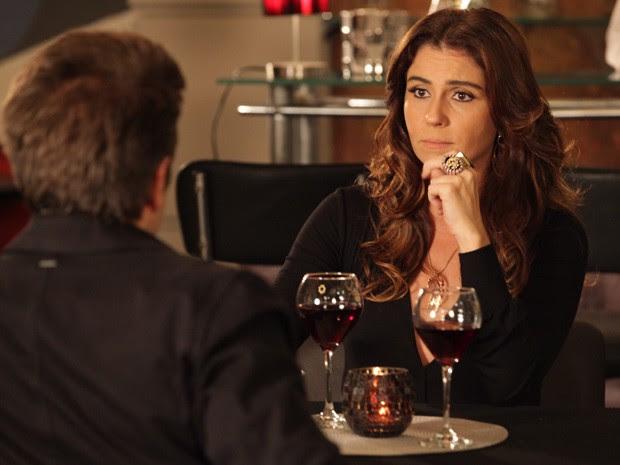 Helô conversa com Ricardo sobre Irina (Foto: Salve Jorge/TV Globo)