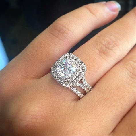A Few Things To Consider Before Buying An Engagement Ring
