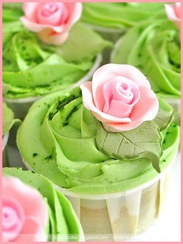 Immensely beautiful green and pink Rose Cupcakes.<3<3 ADD diy green wedding www.customweddingprintables.com