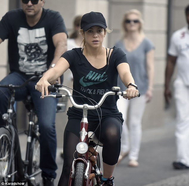 Natural beauty: The singer wore her curly blonde hair under a cap as she rode around the city