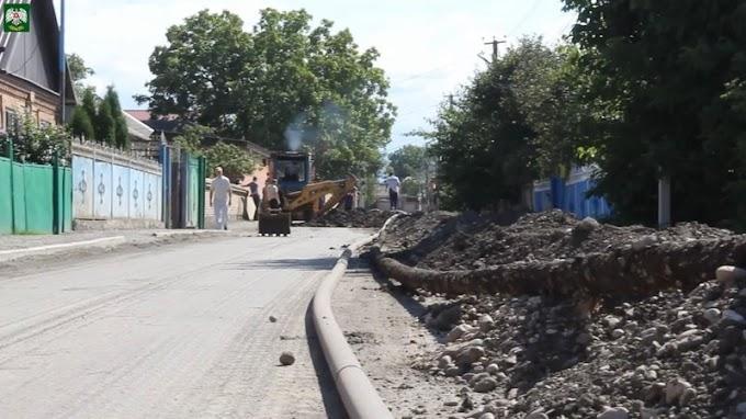 Еще наодной улице Назрани меняют ветхий водопровод нановый