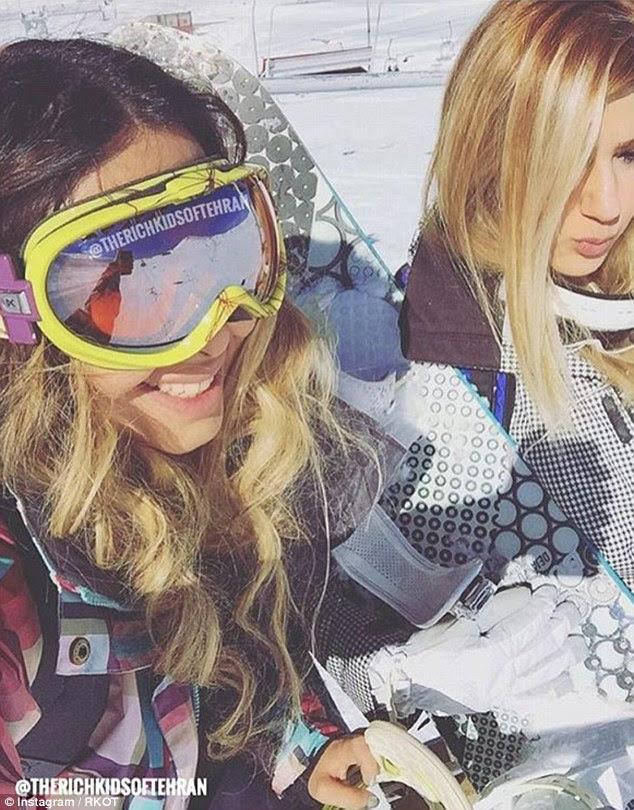 Os jovens postar fotos de suas férias de luxo ao participar de esportes de neve