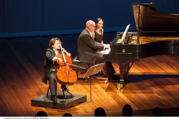 Os músicos Friedrich e Andreas fizeram concerto em homenagem a FAB  Sargento Batista/Agência Força Aérea