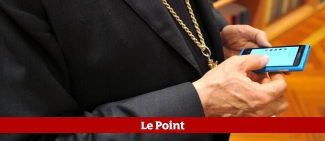 Même au Vatican on tweete : le président du Conseil pontifical de la culture, le cardinal Gianfranco Ravasi, nous le prouve.