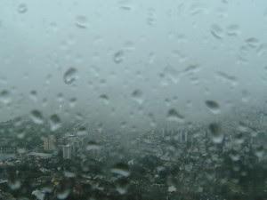 Chuva atinge Região Metropolitana de Porto Alegre neste começo de manhã (Foto: Reprodução/RBS TV)