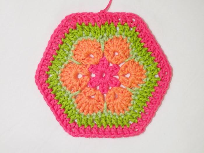 Цветочный фрагмент крючком АФРИКАНСКИЙ ЦВЕТОК для вязания игрушек (64) (700x525, 215Kb)