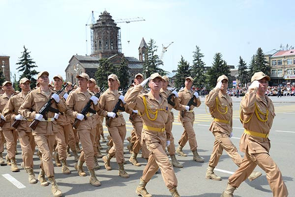 http://www.armenianow.com/sites/default/files/img/imagecache/600x400/Russian-troops-military-drills.jpg
