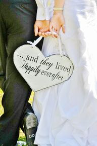 """...and they lived happily everafter"" sign. #Plaque #Wedding #Black #White #Bride #Groom. @Celebstylewed"
