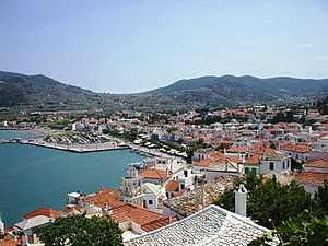 Српски / Srpski: Grad Skopelos sa brda