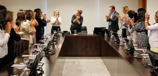 Presidente Dilma Rousseff durante encontro com cantoras e representantes da comunidade evangélica (Foto: Roberto Stuckert Filho / Presidência)