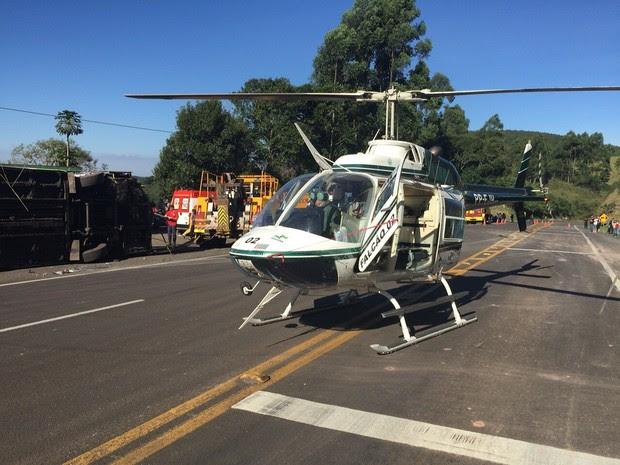 Uma das vítimas precisou ser transportada pelo helicóptero do Graer  (Foto: Graer/Comunicação Social)