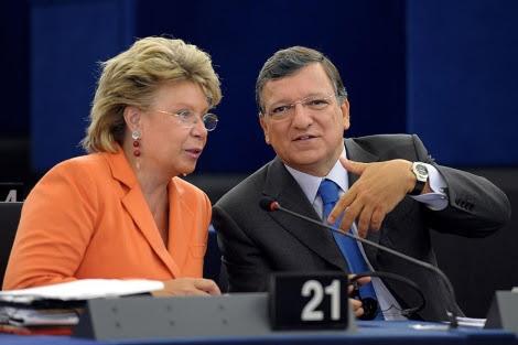 José Manuel Durao Barroso habla con Viviane Reding . | Efe