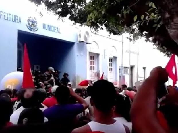 Mais de 300 manifestantes participam do protesto em Santa Maria da Boa Vista (Foto: Alfredo José Neto/Arquivo pessoal)