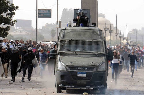 Protesters battle police in Cairo's Tahrir Square on the second anniversary of Egypt's January 25 revolution. Credit: Khaled Moussa al-Omrani/IPS.