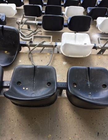Cadeiras quebradas Nilton Santos (Foto: GloboEsporte.com)