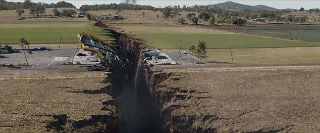 Uma cena do filme San Andreas em que a falha provoca um terremoto devastador em Los Angeles, o maior registrado na história