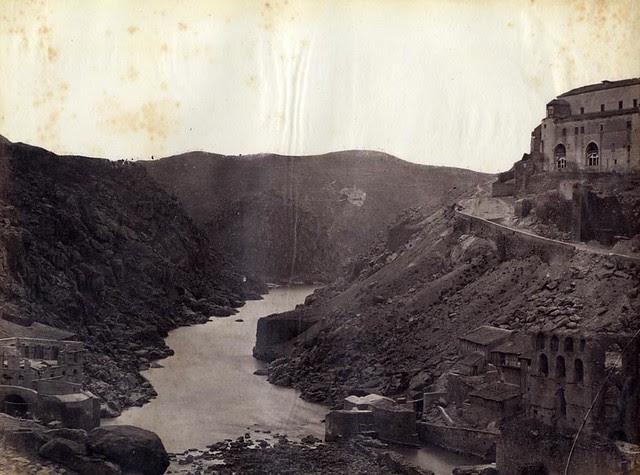 Río Tajo y restos del Artificio de Juanelo hacia 1865.Fotografía de Jean Laurent