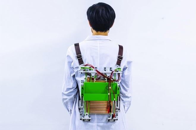 Чтобы получить бесплатную энергию, просто походите день с этим рюкзаком