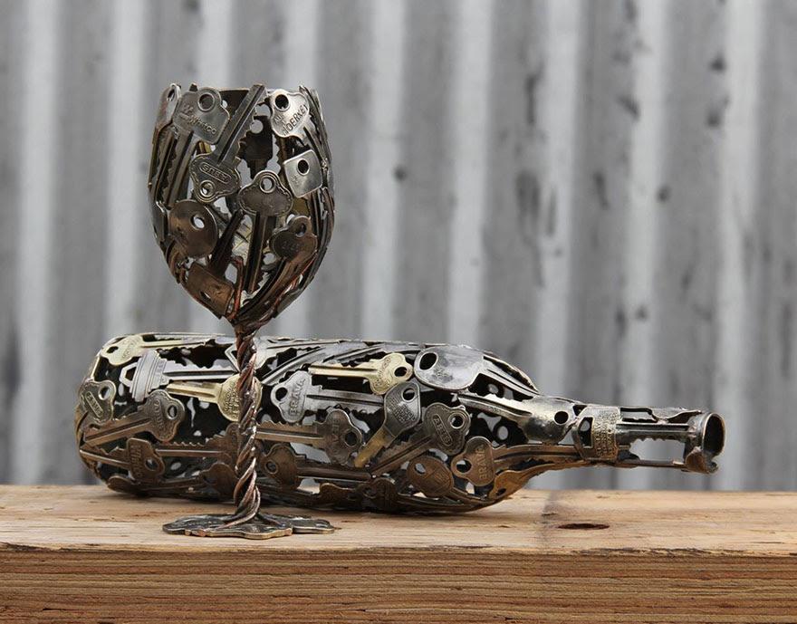 esculturas-metal-reciclado-llaves-monedas-michael-moerkey (1)